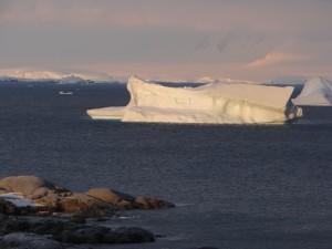 """""""Coucher"""" du soleil - Port Charcot - Booth Island - Antarctique"""