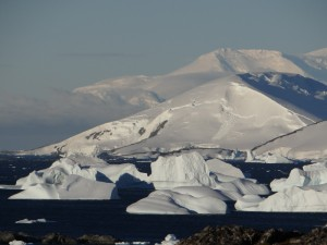 Icebergs lissés - Vernadsky - Argentine Islands - Antarctique