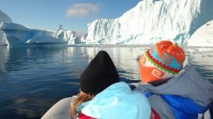 Dans le cimetière d'icebergs ... Belle eau turquoise ... et pour cause ... - Hovgaard Island - Antarctique