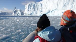 Aïe mais cette eau turquoise ... on est sur le pied qui sépare les deux parties d'un iceberg, oups ... - Hovgaard Island - Antarctique