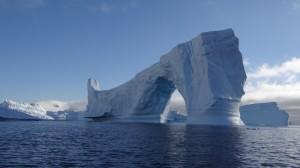 Arche de plusieurs dizaines de mètres de haut - Cimetière d'Icebergs - Hovgaard Island