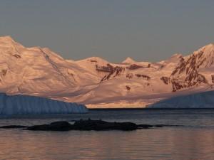 """Coucher de soleil"" sur Anvers Island et Neumayer Channel - Dorian Bay - Wiencke Island - Antarctique"