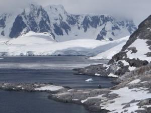 Le Petit Prince au mouillage à Port Charcot - Booth Island - Antarctique