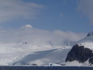 Péninsule Antarctique - Penola Strait - A la sortie du Lemaire