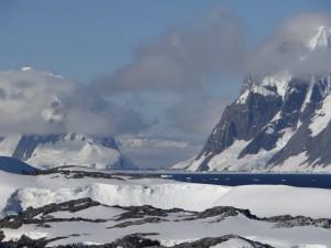 Vue sur le canal de Lemaire et Wiencke Island - Vernadsky - Argentine Islands - Antarctique