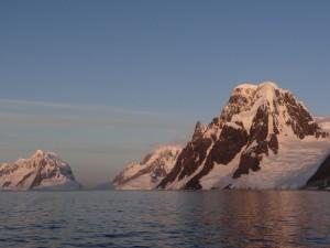 """""""Coucher"""" de soleil sur Lemaire Channel - Antarctique"""