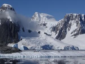 Vue sur Booth Island, la Péninsule Antarctique et l'entrée de Lemaire - Hovgaard - Antarctique