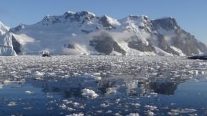 Dans le brash - cimetière d'icebergs - Hovgaard Island - Antarctique