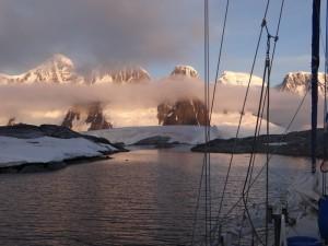 """Coucher"" de soleil sur Both Island - Hovgaard Island - Antarctique"
