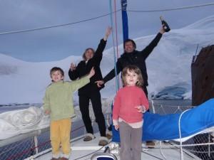 Il est minuit ! Bonne Année 2013 ! Notre premier Nouvel An en plein jour !!!!! - Enterprise Island, Antarctique