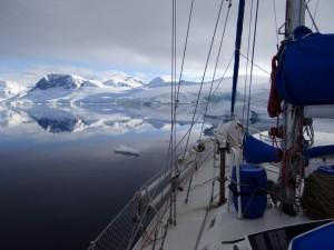 En navigation dans la Baie Charlotte, Antarctique