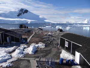 Waterboat Point et sa base Chilienne, pure occupation de terrain - Péninsule Antarctique