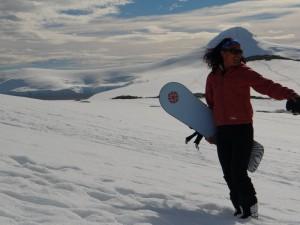 Sophie au snowboard à Dorian Bay a réussi à nous faire regretter notre équipement ! - Wiencke Island, Antarctique