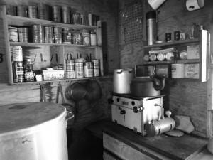 Cuisine de l'ancienne base de Damoy, Dorian Bay, Wiencke Island, Antarctique