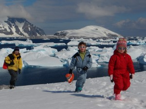 Vue sur le Cimetière d'icebergs et Hovgaard, depuis Port Charcot - Booth Island, Antarctique
