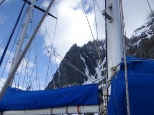 Au milieu des falaises du Canal de Lemaire, Antarctique