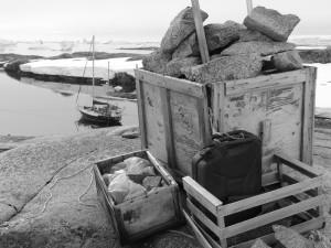 Ancien dépôt de gasoil et nourriture, Hovgaard Island, Antarctique