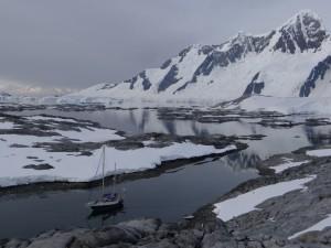 Une tempête se profile sur Hovgaard et le cimetière d'icebergs, Antarctique