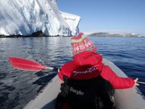 Si si, pour rejoindre le bateau, il faut bien passer là dessous ... Pitt Islands, Antarctique
