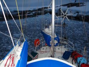 """30 minutes avant, la baie était vide de glace ... Watkins, 8Nm du Cercle Polaire, confirmé comme """"le coin le plus pourri de la région"""", Antarctique"""