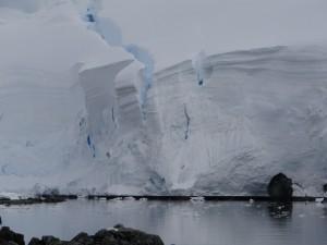 De la glace pour le moins travaillée .... Archipel de Melchior, Antarctique